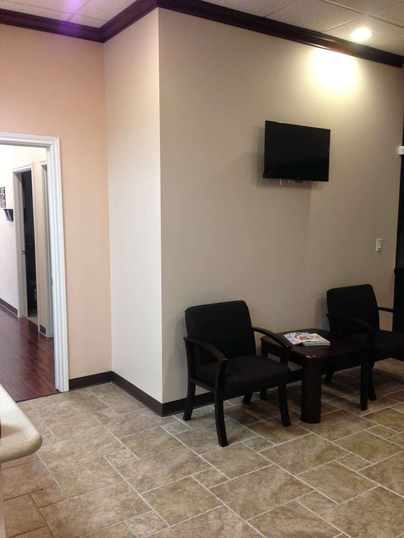 EXPRESS FAMILY CLINIC - Conroe - health  | Photo 7 of 7 | Address: 16145 TX-105 #600, Montgomery, TX 77356, USA | Phone: (936) 463-8104