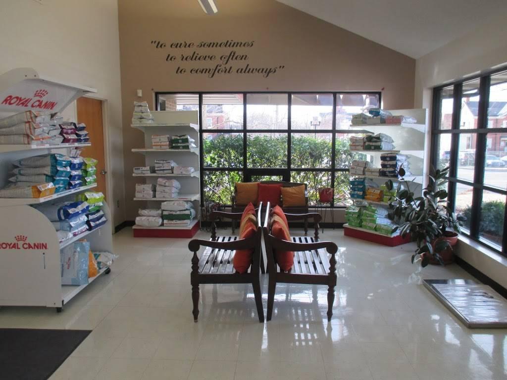 Skaer Veterinary Clinic - veterinary care  | Photo 5 of 10 | Address: 404 S Edgemoor St #100, Wichita, KS 67218, USA | Phone: (316) 683-4641