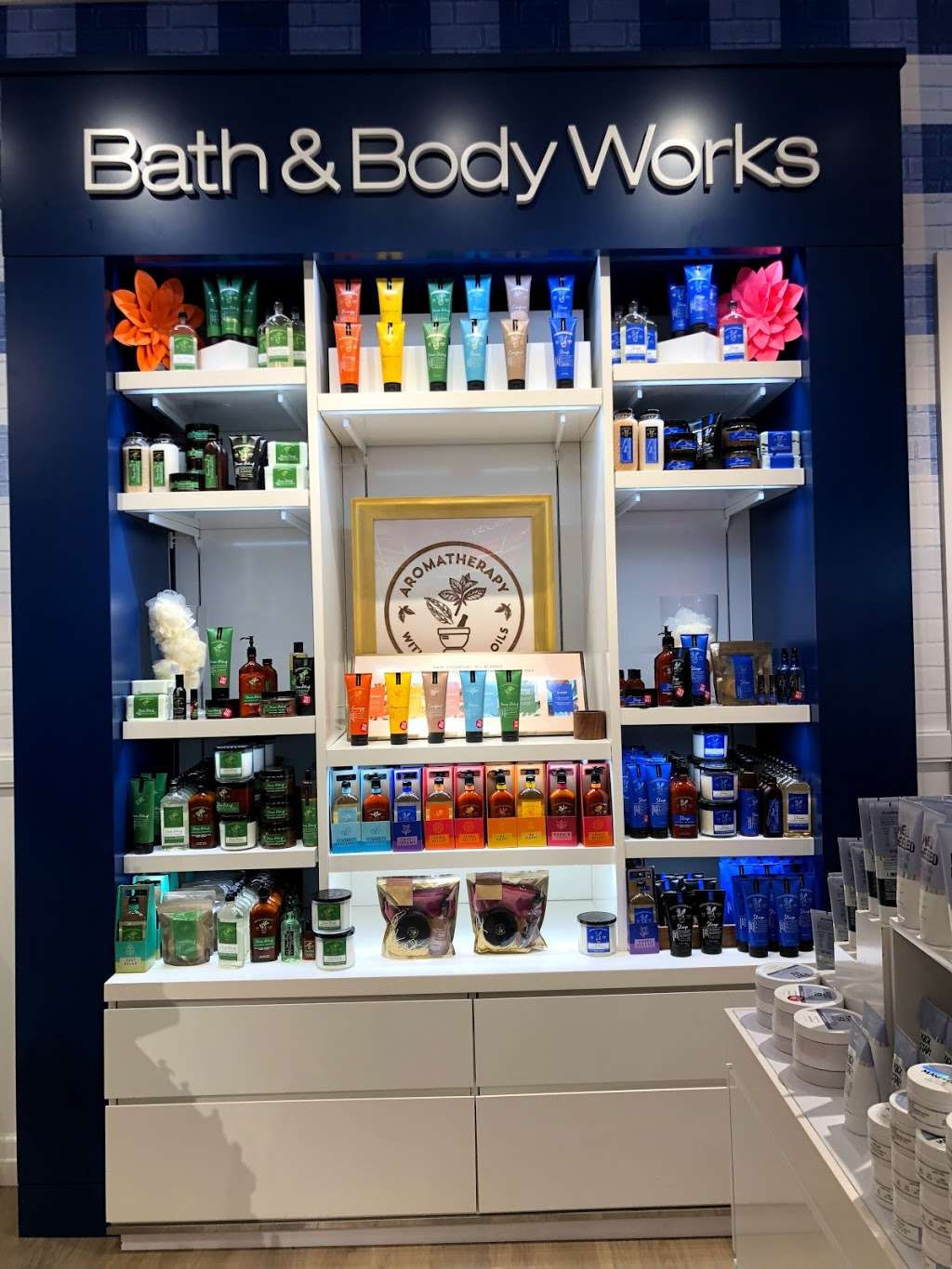 Bath & Body Works - home goods store  | Photo 9 of 10 | Address: 3207 Golf Rd, Delafield, WI 53018, USA | Phone: (262) 646-2003