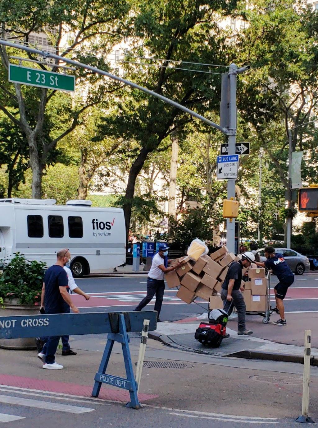 FedEx Ground - moving company  | Photo 4 of 7 | Address: 300 Maspeth Ave, Brooklyn, NY 11211, USA | Phone: (800) 463-3339