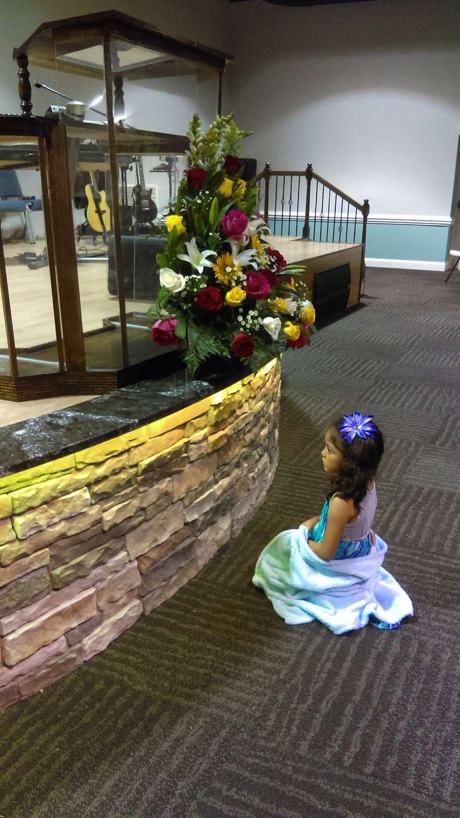 Iglesia El Siloe - church  | Photo 8 of 10 | Address: 5420 Kimmerly Glen Ln, Charlotte, NC 28215, USA | Phone: (704) 502-4444