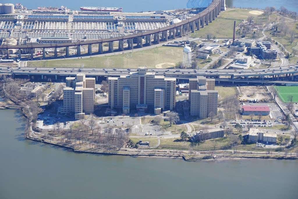 Randalls Island Field 54 - park  | Photo 3 of 6 | Address: Hell Gate Cir, New York, NY 10035, USA