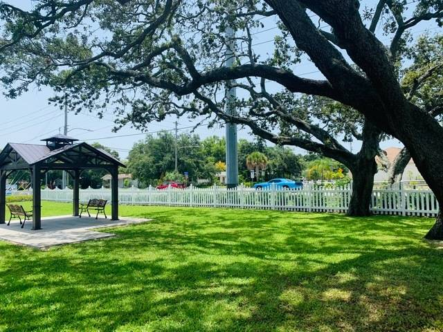 Cottage Cove - A Cobblestone Community - rv park    Photo 2 of 8   Address: 1280 Lakeview Rd, Clearwater, FL 33756, USA   Phone: (727) 446-8057