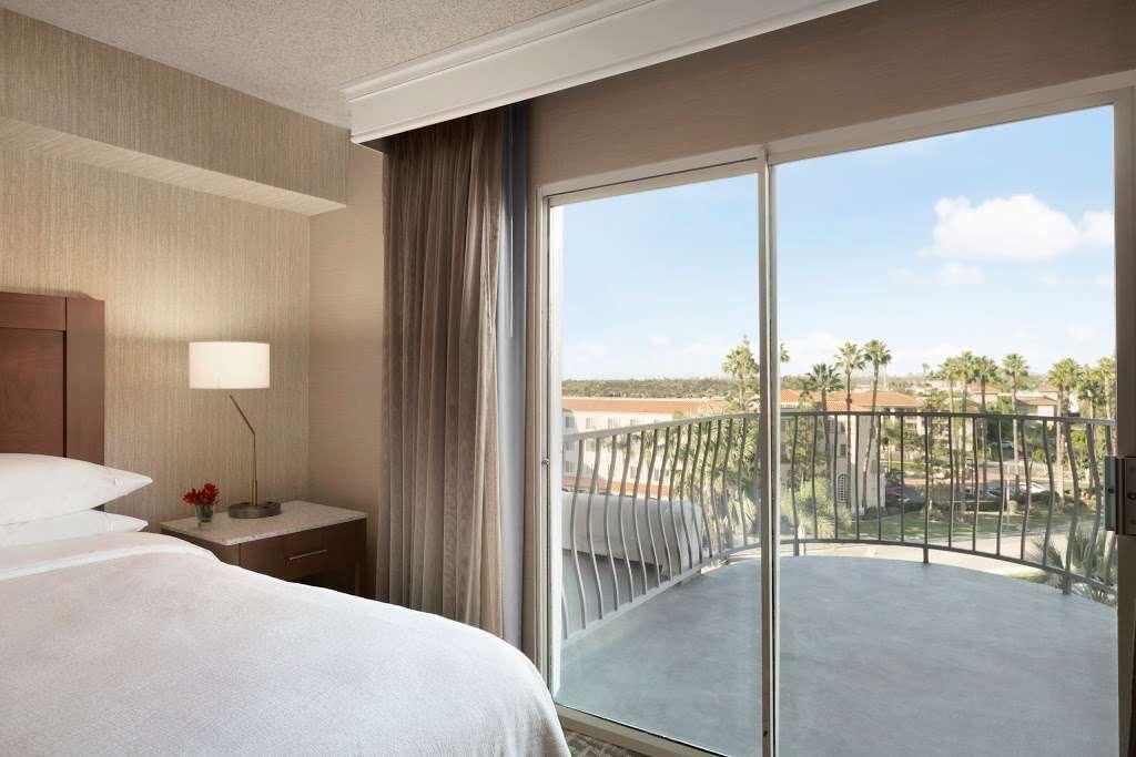 Embassy Suites by Hilton Santa Ana Orange County Airport - lodging  | Photo 10 of 10 | Address: 1325 E Dyer Rd, Santa Ana, CA 92705, USA | Phone: (714) 241-3800
