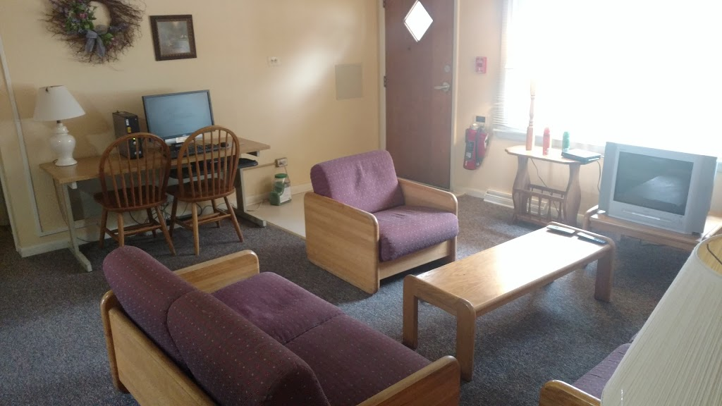 Fermilab Village House - lodging  | Photo 8 of 10 | Address: 18 Potawatomi Blvd, Fermilab, Batavia, IL 60510, USA