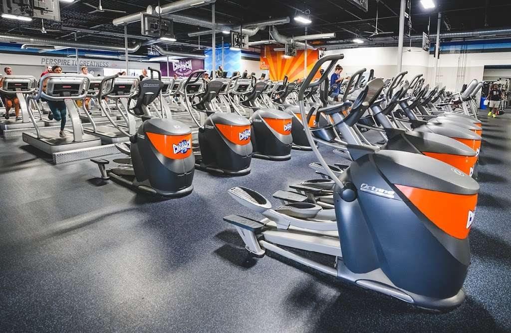 Crunch Fitness - Hudson - gym    Photo 6 of 10   Address: 205 Washington St, Hudson, MA 01749, USA   Phone: (978) 293-3633