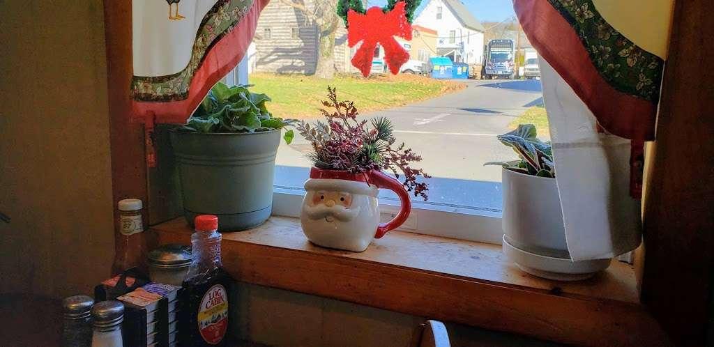 Ma-De-Chat Shop - cafe  | Photo 8 of 10 | Address: 8 Railroad Ave, Milford, NJ 08848, USA | Phone: (908) 995-2980