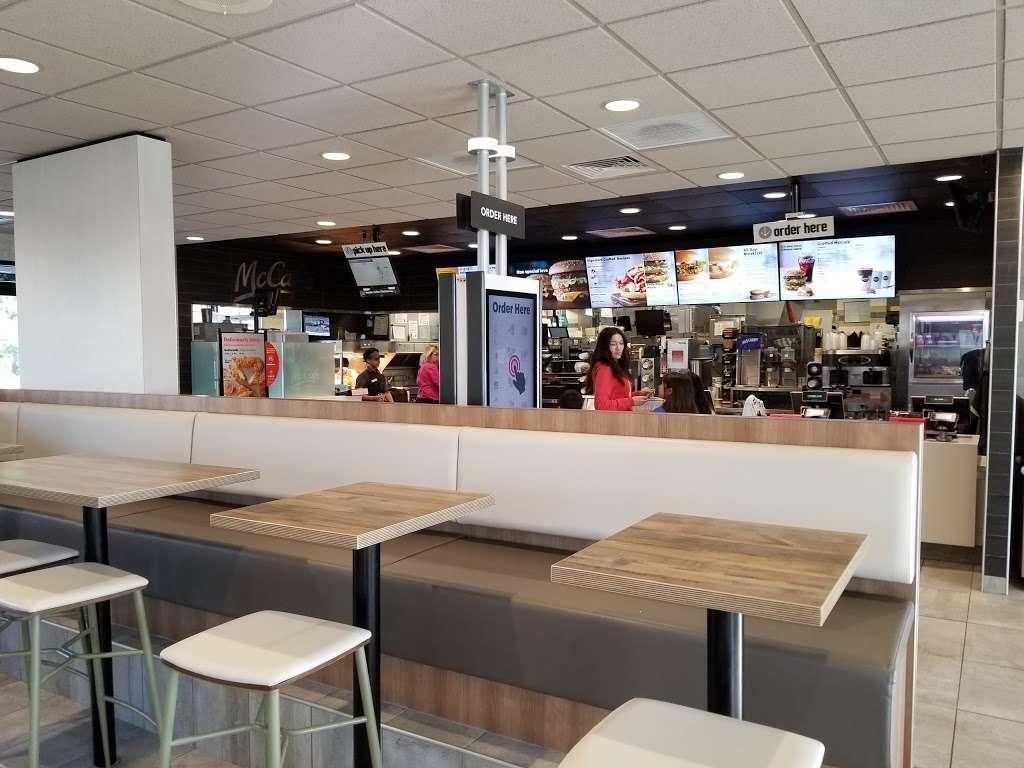 McDonalds - cafe    Photo 1 of 10   Address: 5555 Grand Ave, Gurnee, IL 60031, USA   Phone: (847) 336-8865