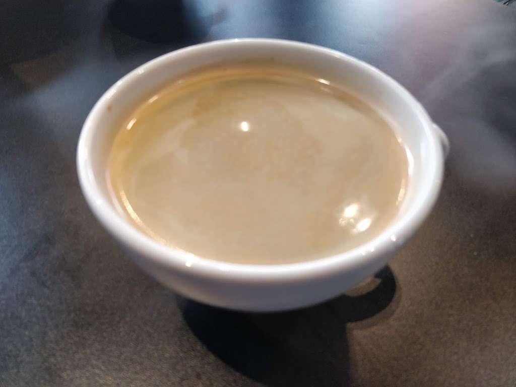 Creams Kilburn - cafe  | Photo 6 of 7 | Address: 182 Kilburn High Rd, London NW6 4JD, UK | Phone: 020 7624 9400