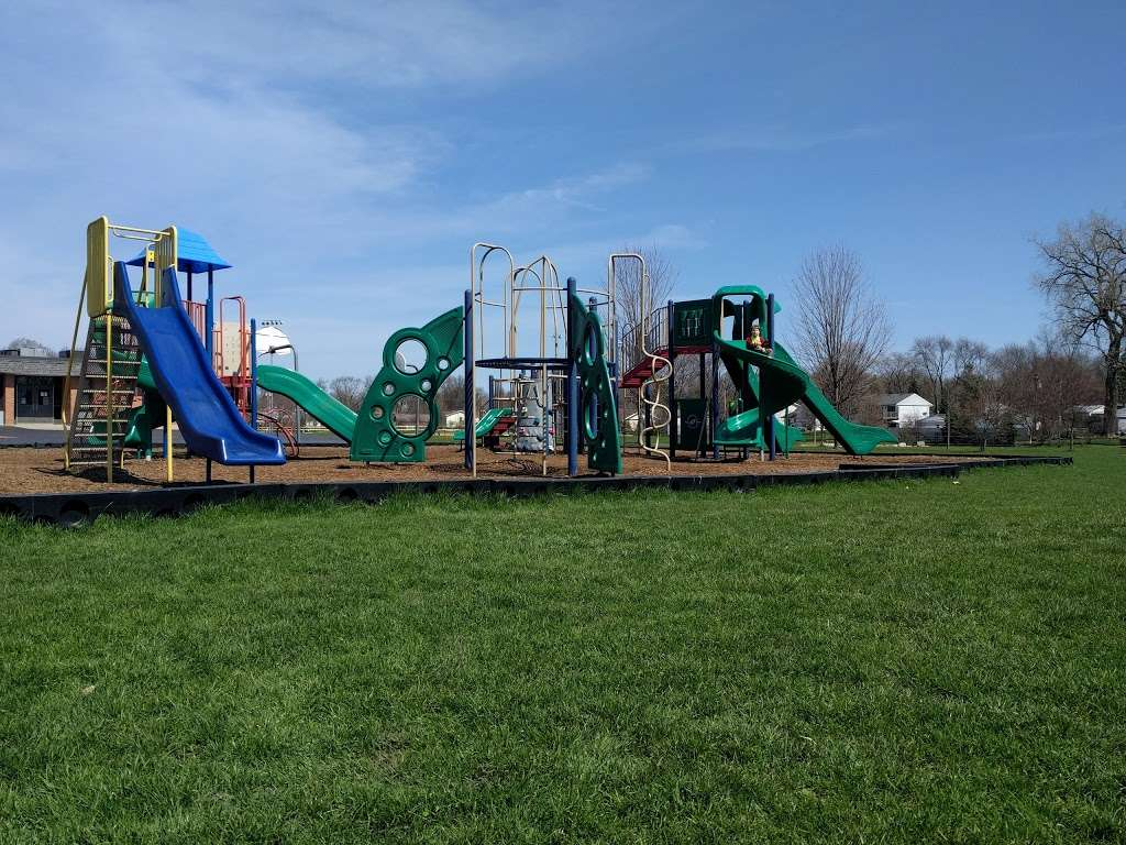 Harold Reskin Park - park  | Photo 4 of 5 | Address: Glendale Heights, IL 60139, USA