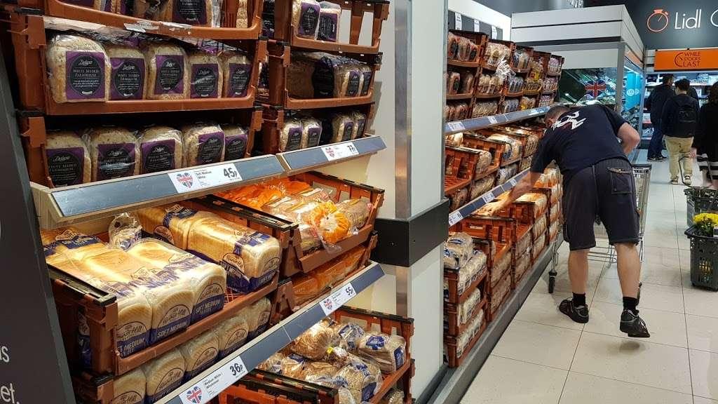 Lidl Wimbledon - supermarket  | Photo 5 of 10 | Address: Unit 1, Plough Ln, London SW17 0BW, UK | Phone: 0800 977 7766