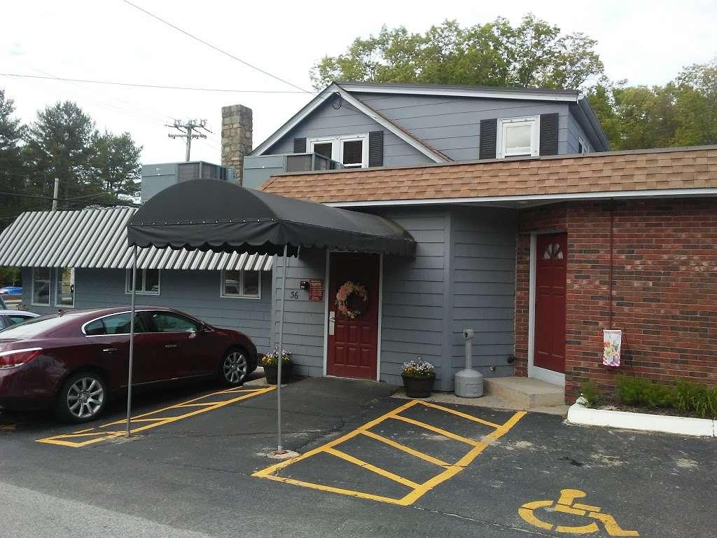 Greenville Inn - restaurant  | Photo 4 of 10 | Address: 36 Smith Ave, Greenville, RI 02828, USA | Phone: (401) 949-4020