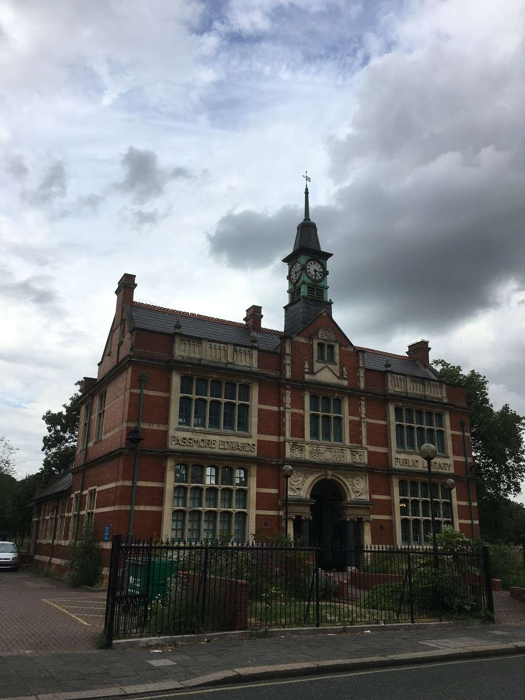 Passmore Edwards Public Library - library  | Photo 8 of 10 | Address: 207 Plashet Grove, London E6 1BT, UK