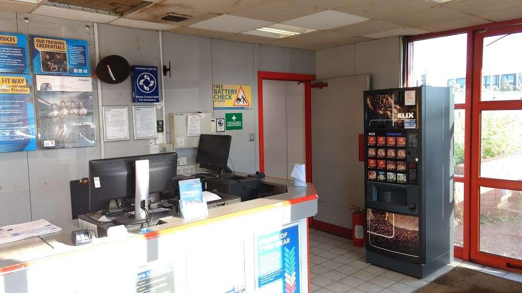 Kwik Fit Crawley - London Road - car repair    Photo 3 of 10   Address: County Oak Way, London Rd, Crawley RH11 0PF, UK   Phone: 01293 551055