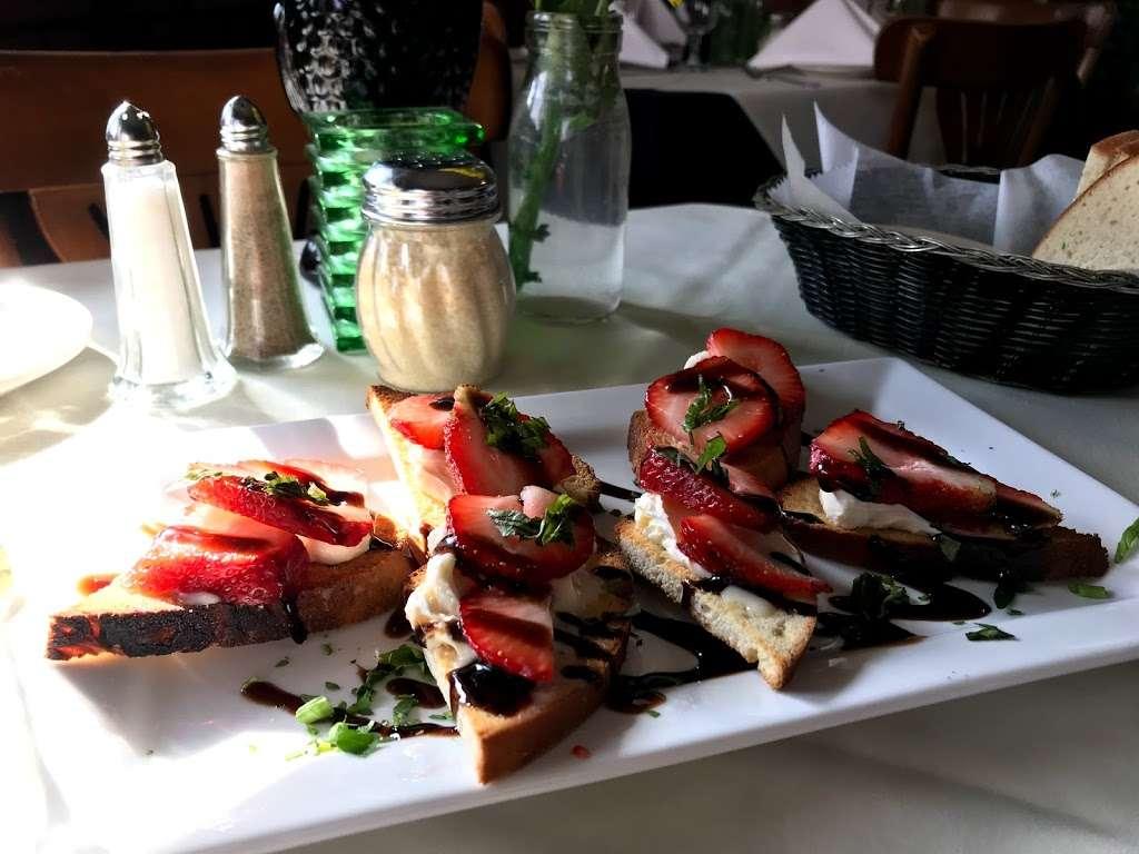 Pinocchios Italian Restaurant and Wine Store - restaurant  | Photo 4 of 10 | Address: 518 Salisbury Ave, Spencer, NC 28159, USA | Phone: (704) 636-8891
