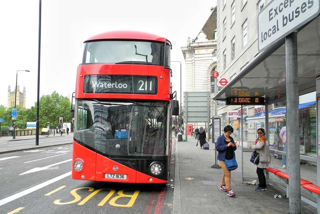 St Thomas Hospital County Hall (Stop E) - bus station  | Photo 2 of 7 | Address: South Bank, London SE1 7PD, UK