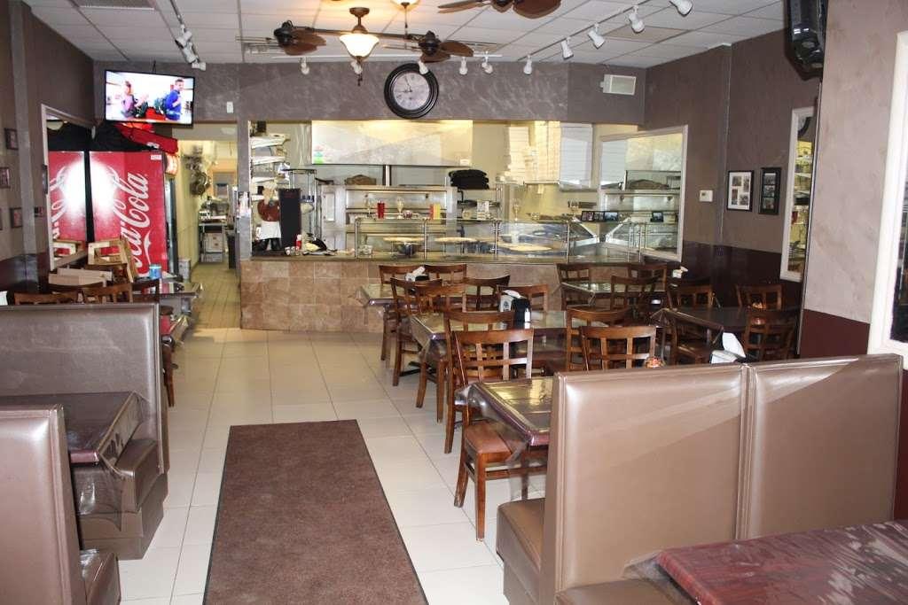 Nonna Lisa Pizza - restaurant  | Photo 1 of 10 | Address: 41 River Rd, North Arlington, NJ 07031, USA | Phone: (201) 885-3155