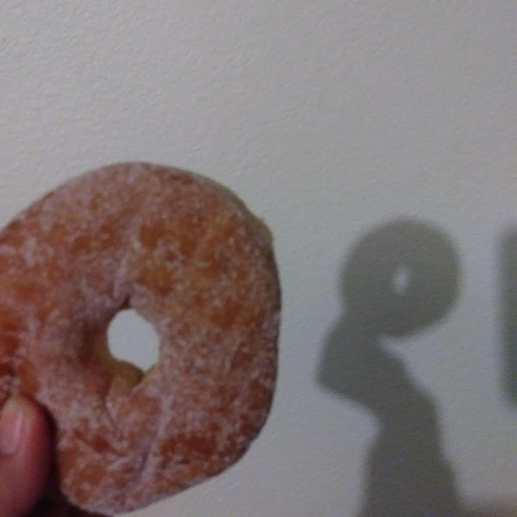 Donuts Plus - bakery    Photo 2 of 2   Address: 844 E Ave K, Lancaster, CA 93535, USA   Phone: (661) 940-8332