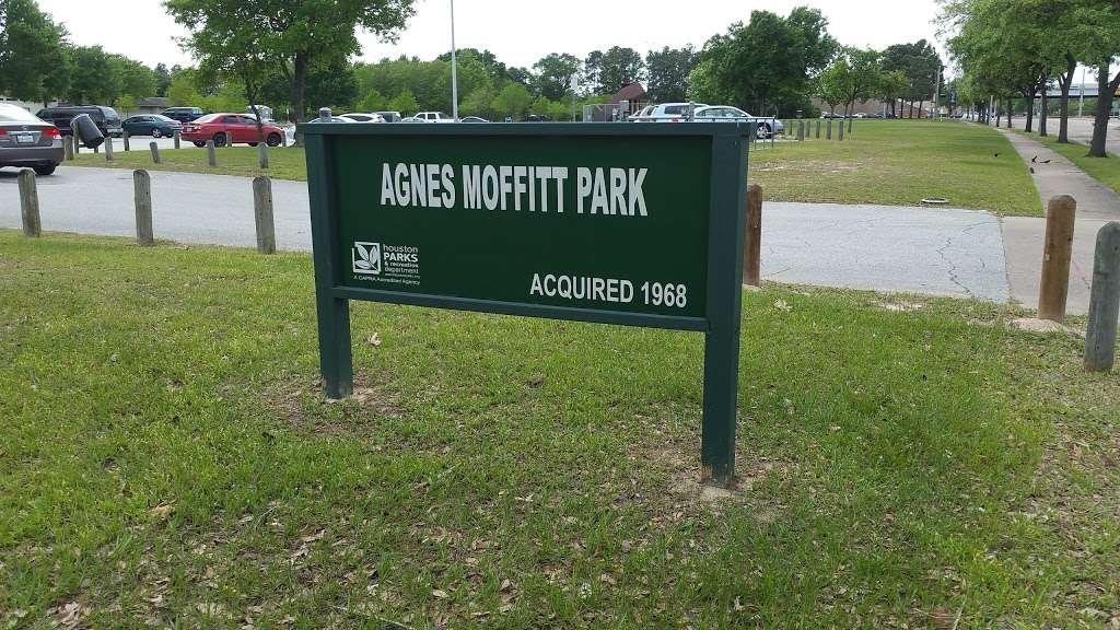 Agnes Moffitt Park - park  | Photo 2 of 10 | Address: 10645 Hammerly Blvd, Houston, TX 77043, USA | Phone: (832) 395-7000