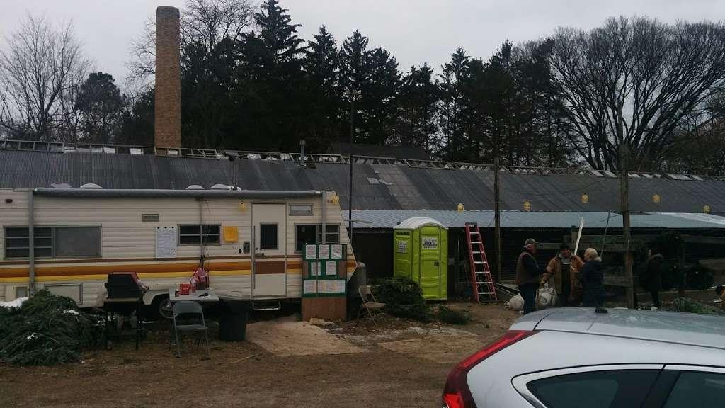 Bobs Tree Farm - home goods store  | Photo 3 of 4 | Address: 2-50 Ridge Rd, Wilmette, IL 60091, USA