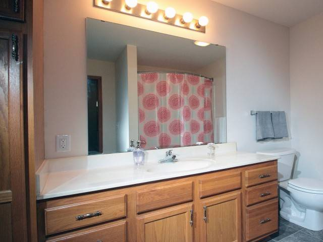 Door Creek Apartments - real estate agency  | Photo 7 of 8 | Address: 925 Harrington Dr, Madison, WI 53718, USA | Phone: (608) 216-0600