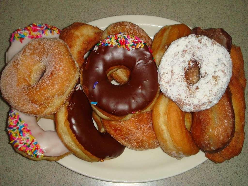 7th Ave Donuts & Diner - bakery  | Photo 6 of 10 | Address: 324 7th Ave, Brooklyn, NY 11215, USA | Phone: (718) 768-0748