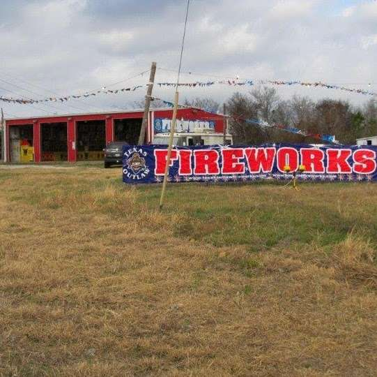 Fireworks Superstore - store  | Photo 6 of 8 | Address: 13901 Hwy 6, Arcola, TX 77583, USA | Phone: (281) 431-8716