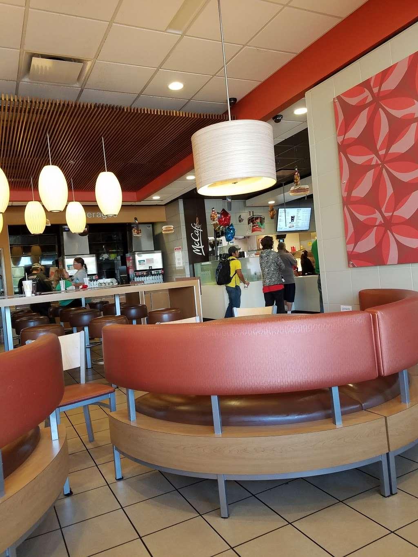 McDonalds - cafe  | Photo 3 of 10 | Address: 5140 W Washington St, Indianapolis, IN 46241, USA | Phone: (317) 241-0136