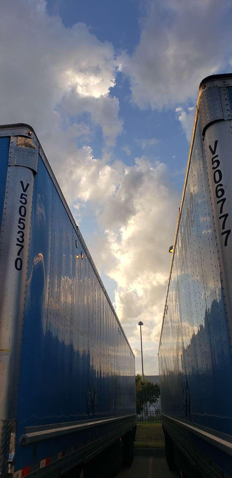 Amazon Fulfillment Center DFW8 - storage    Photo 9 of 10   Address: 2700 Regent Blvd, Irving, TX 75063, USA