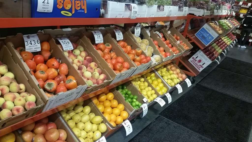 T. M. Kovacevich Wholesale Fruit and Produce - store  | Photo 5 of 10 | Address: 6700 Essington Ave, Philadelphia, PA 19153, USA | Phone: (215) 336-3160