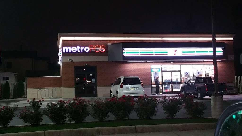 Metro by T-Mobile - electronics store  | Photo 1 of 3 | Address: 897 Schuyler Ave, Kearny, NJ 07032, USA | Phone: (201) 991-0027