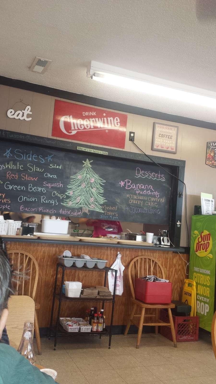 Wahoos Diner - restaurant  | Photo 3 of 9 | Address: 110 N Salisbury GQ Ave, Salisbury, NC 28146, USA | Phone: (704) 209-0503