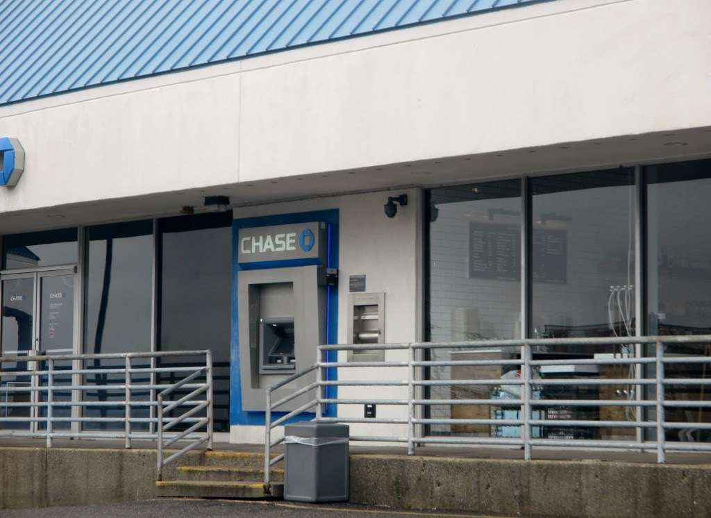 JPMorgan Chase - atm  | Photo 1 of 1 | Address: 725 River Rd, Edgewater, NJ 07020, USA | Phone: (201) 941-5444