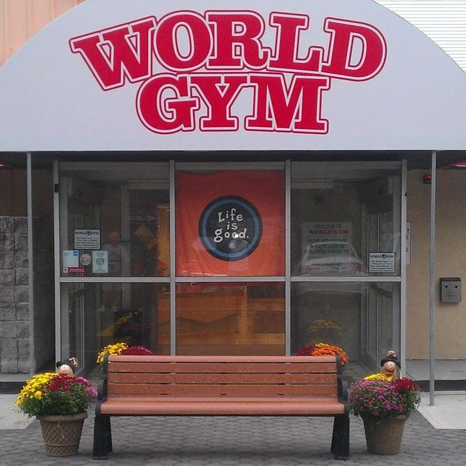 World Gym - gym  | Photo 5 of 10 | Address: 3728 Park Ave, Wantagh, NY 11793, USA | Phone: (516) 882-1314