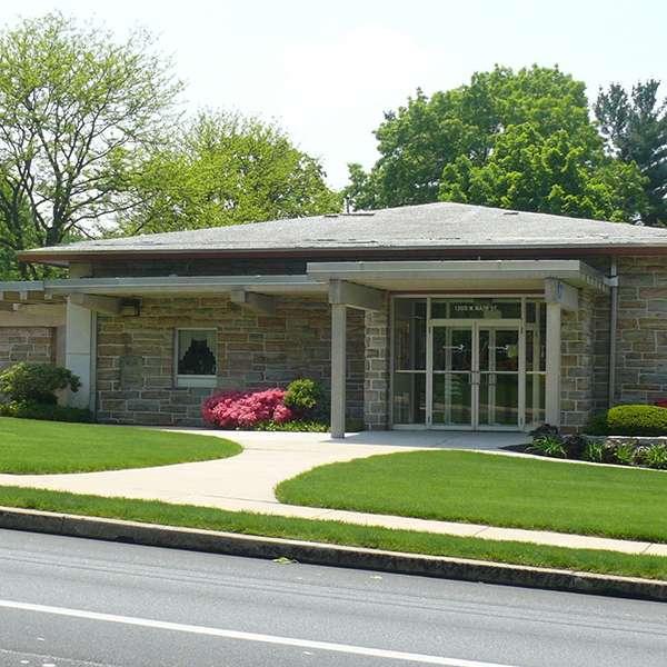 BB&T - bank  | Photo 1 of 5 | Address: 1300 W Main St, Ephrata, PA 17522, USA | Phone: (717) 733-7933