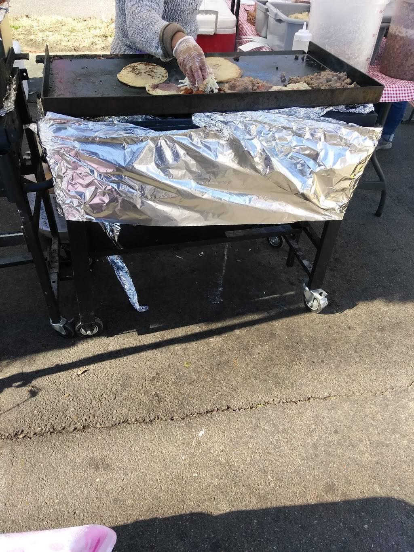 Las Cazuelas Bus Tacos - restaurant  | Photo 5 of 7 | Address: Memphis, TN 38108, USA | Phone: (901) 292-9855