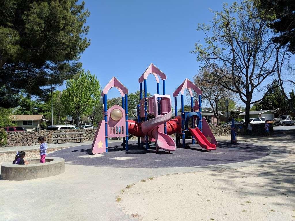 Lakewood Park - park  | Photo 1 of 10 | Address: 834 Lakechime Dr, Sunnyvale, CA 94089, USA | Phone: (408) 730-7350