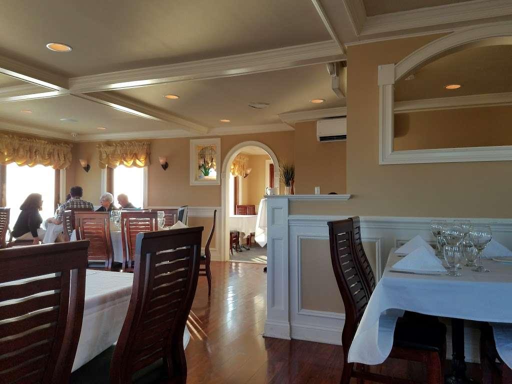 Antoinettas Restaurant - restaurant  | Photo 1 of 10 | Address: 523 Cedar Run Dock Rd, West Creek, NJ 08092, USA | Phone: (609) 978-9785