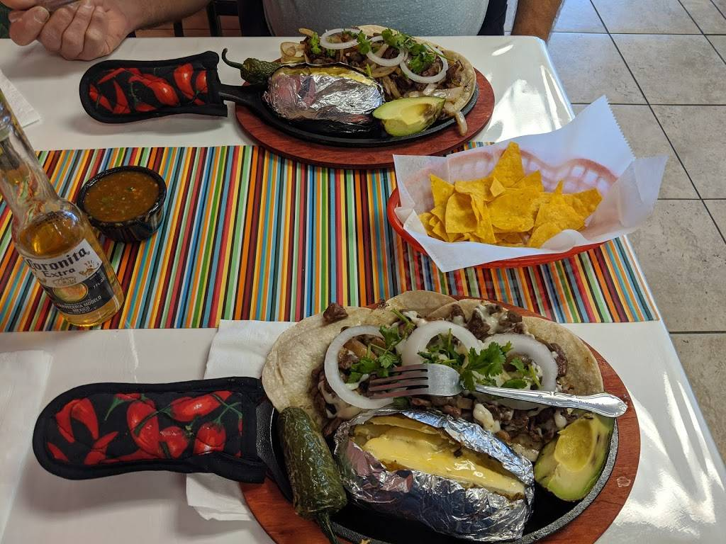 iHot Tacos & Cerveza - restaurant  | Photo 5 of 10 | Address: 5500 Doniphan Dr Suite E & F, El Paso, TX 79932, USA | Phone: (915) 313-5708