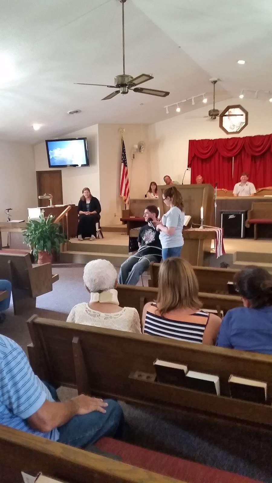 Lake Viking Church - church  | Photo 3 of 4 | Address: 18842 Otter Ave, Gallatin, MO 64640, USA | Phone: (660) 663-3914