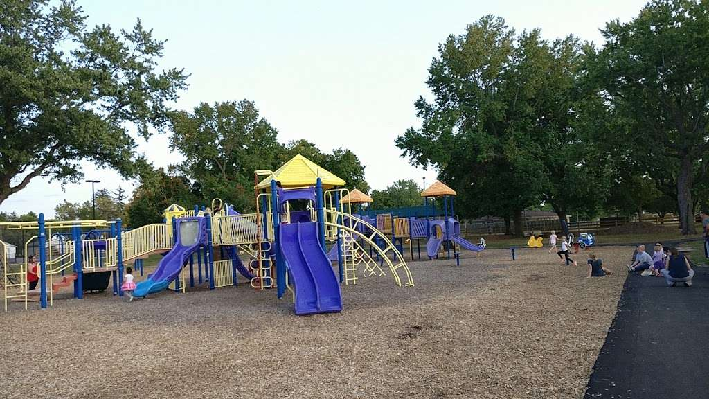 Franklin Park - park  | Photo 4 of 10 | Address: 300 N Mill St, Plainfield, IN 46168, USA | Phone: (317) 839-7665