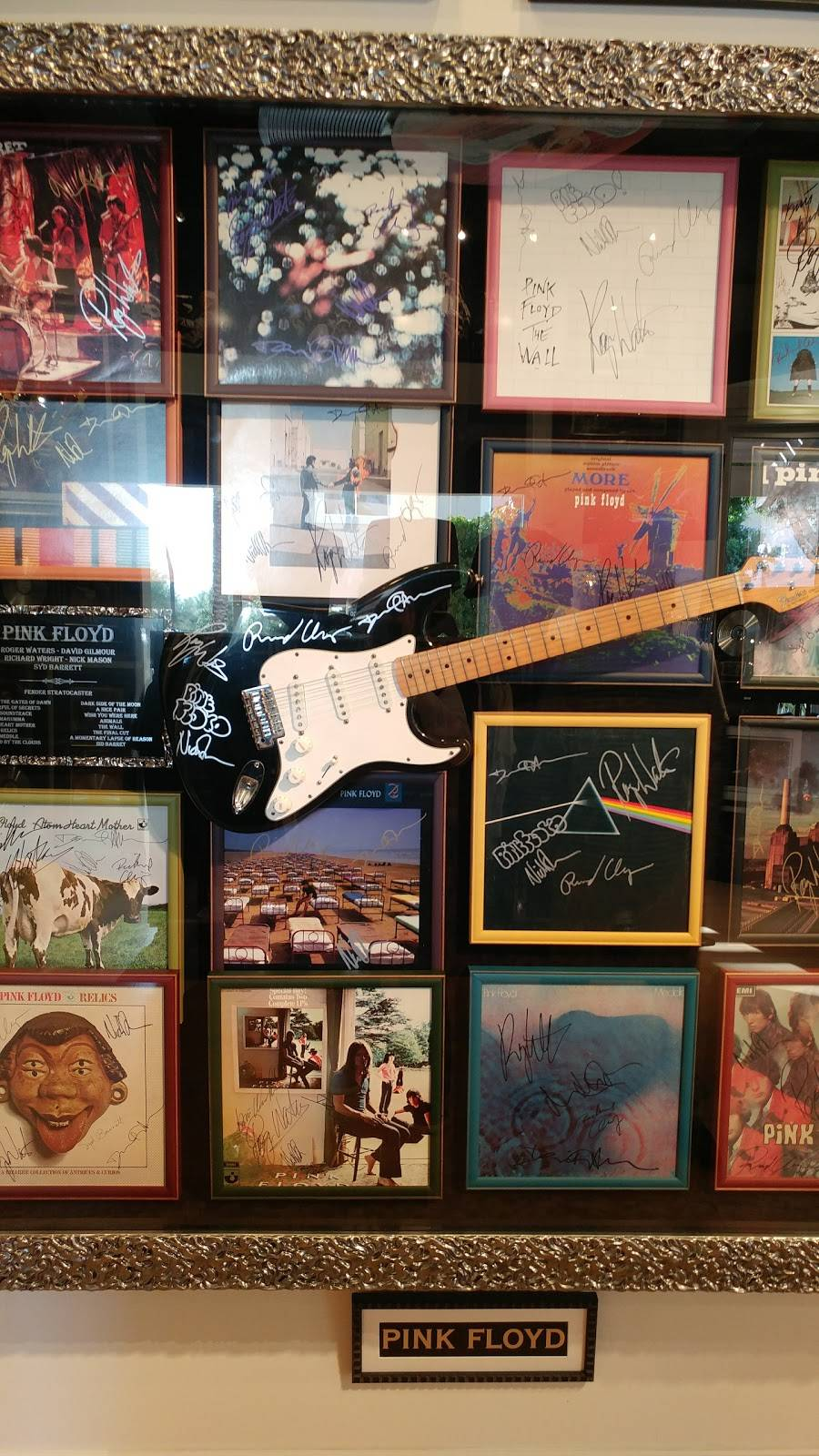 ROCK STAR gallery - shopping mall  | Photo 3 of 7 | Address: 15211 N Kierland Blvd #160, Scottsdale, AZ 85254, USA | Phone: (480) 275-4501
