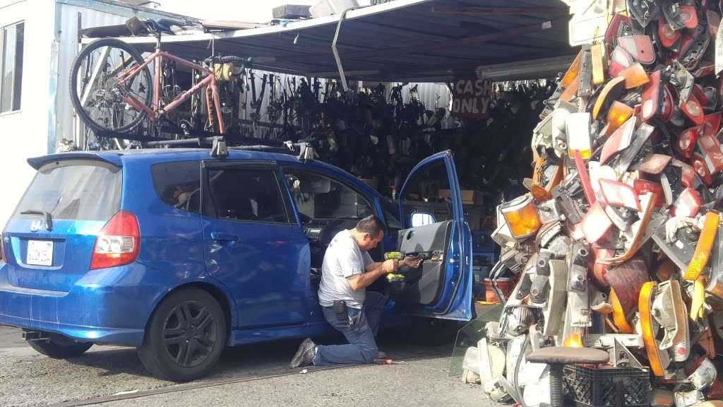 Michoacan Auto Glass - car repair  | Photo 1 of 9 | Address: 9405 Alameda St, Los Angeles, CA 90002, USA | Phone: (323) 567-1662