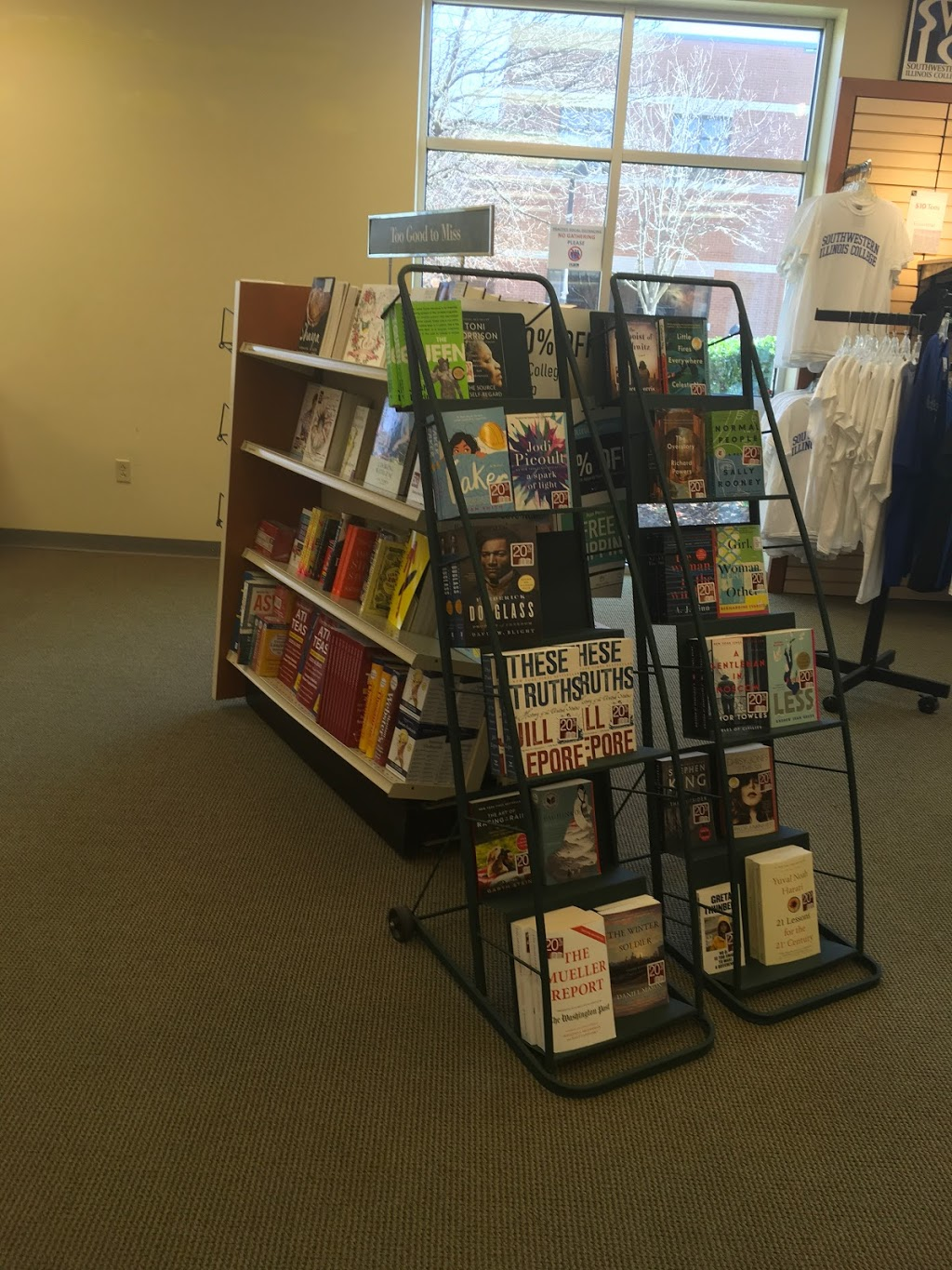Barnes & Noble College - book store  | Photo 3 of 7 | Address: 2500 Carlyle Ave, Belleville, IL 62221, USA | Phone: (618) 222-5334