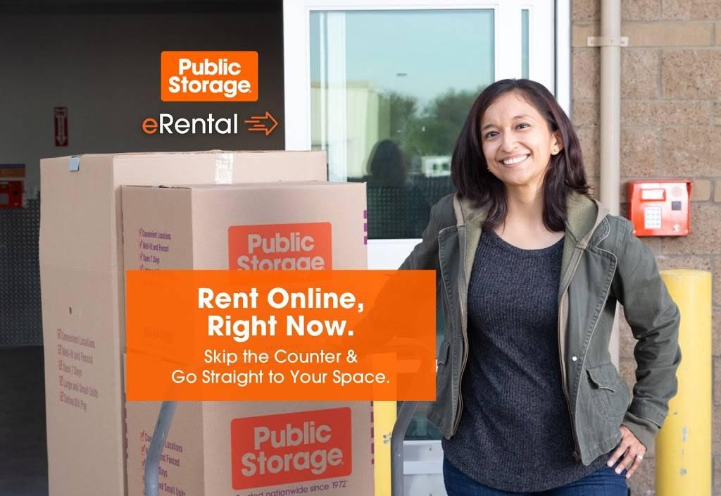 Public Storage - storage  | Photo 3 of 5 | Address: 1090 S Birch Lake Blvd, Vadnais Heights, MN 55127, USA | Phone: (651) 968-8599
