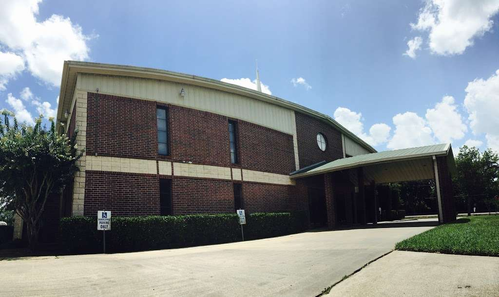 Friendship Church Richmond - church  | Photo 1 of 10 | Address: 4640 Richmond-Foster Rd, Richmond, TX 77406, USA | Phone: (281) 341-1300