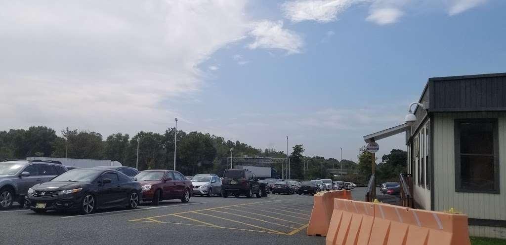 Clinton Park & Ride - parking  | Photo 2 of 2 | Address: NJ-31, Clinton, NJ 08809, USA