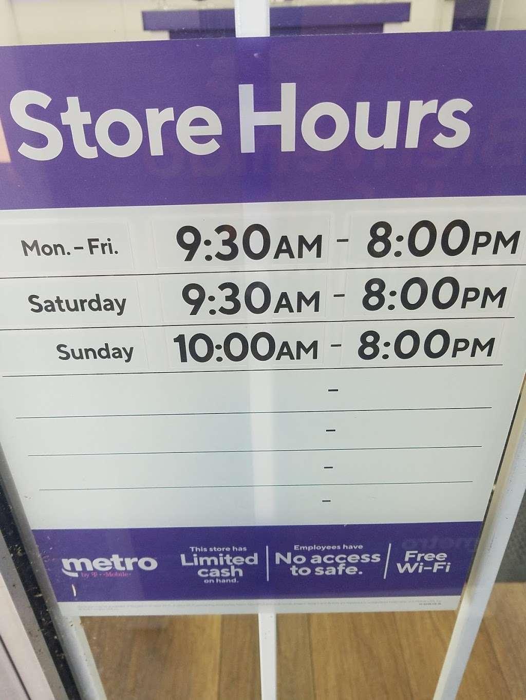 Metro by T-Mobile - electronics store  | Photo 3 of 3 | Address: 2380 E Park Blvd Ste 410, Plano, TX 75074, USA | Phone: (469) 814-0930