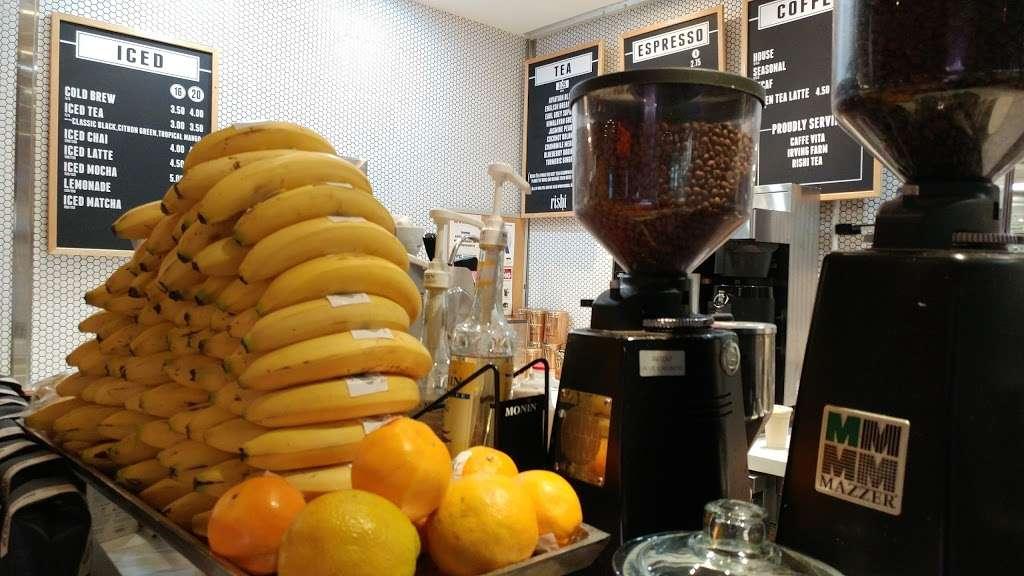 World Bean Coffee - cafe  | Photo 4 of 6 | Address: Terminal D, Arrivals Level, LaGuardia Airport (LGA), Flushing, NY 11371, USA | Phone: (718) 533-3400