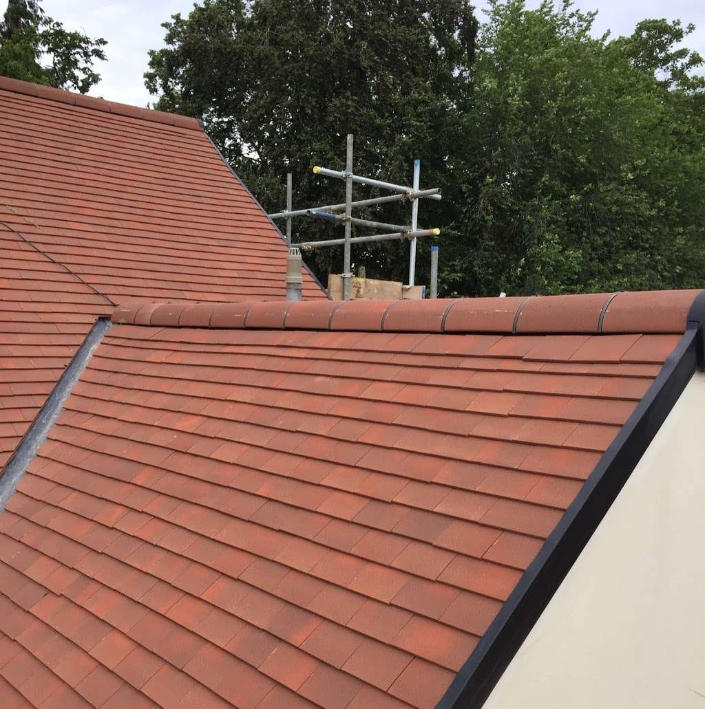 CLS Roofing Specialists - roofing contractor  | Photo 5 of 10 | Address: The Oaks Wellpond Green Standon, Ware SG11 1NN, UK | Phone: 01279 842931